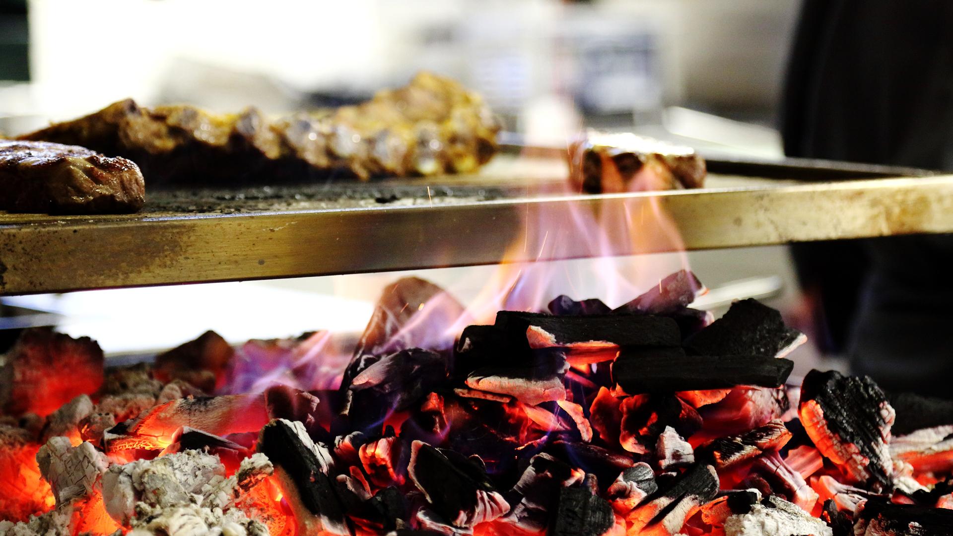 Grill-Restaurant Baulüüt: Glühende Kohle
