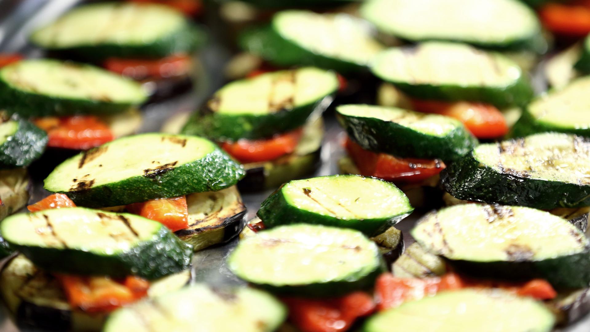 Detail: Zuchetti, Auberginen und Tomaten