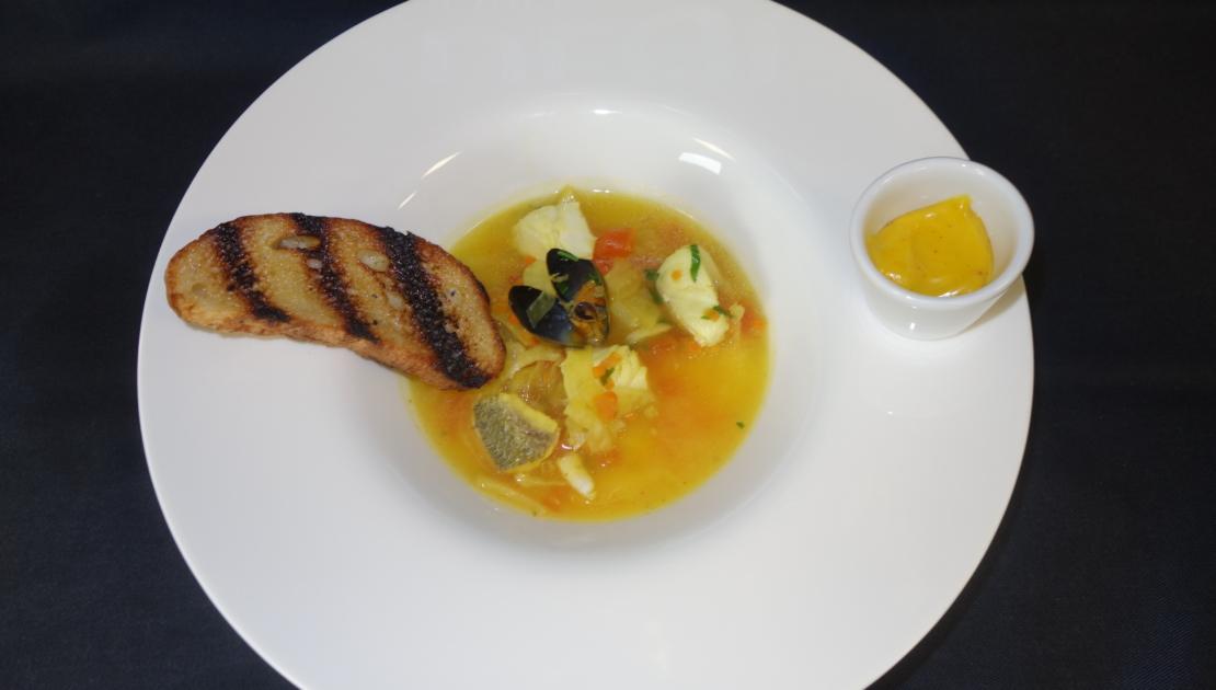 schön angerichtete Suppe im Baulüüt