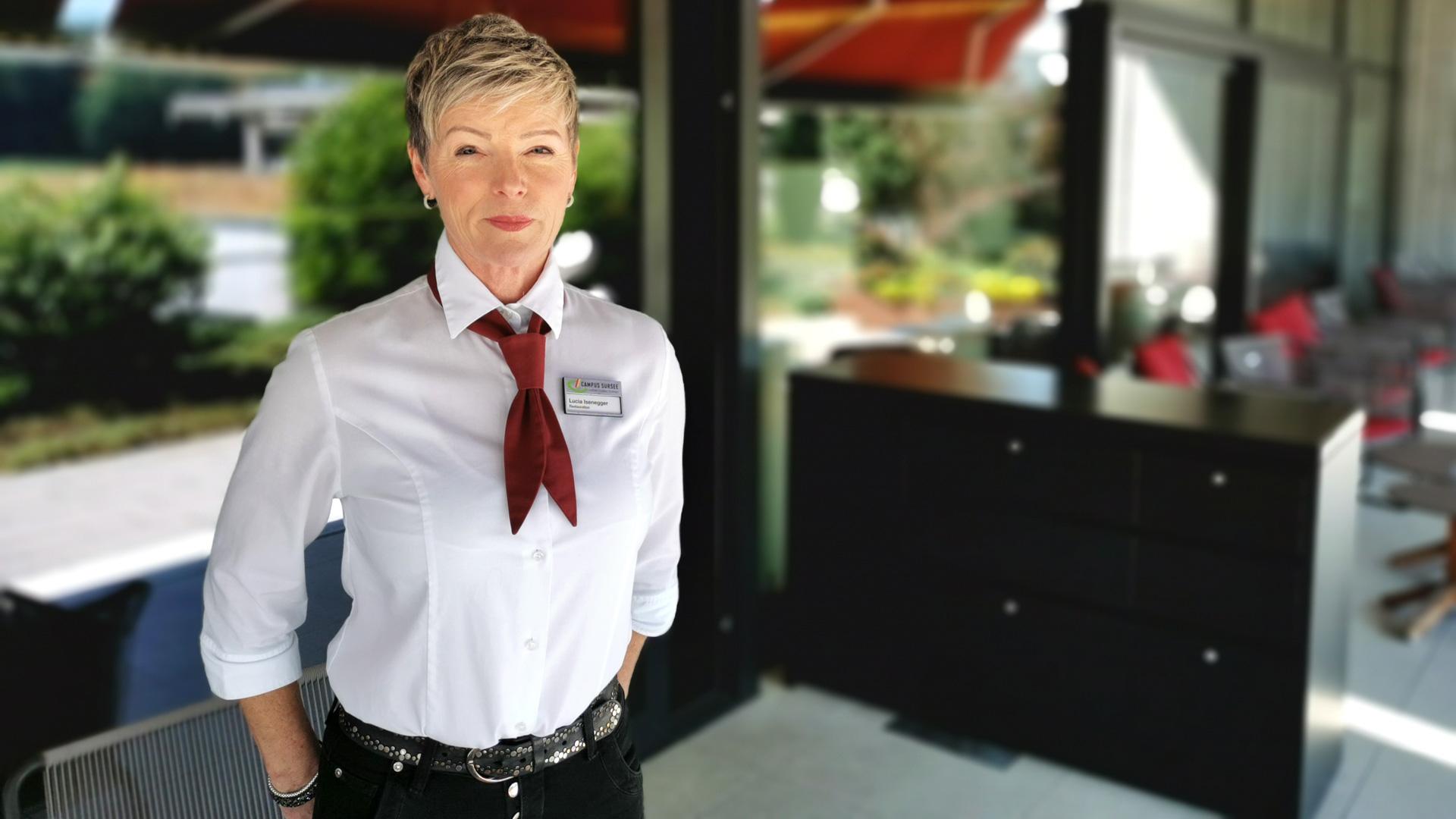 Lucia Isenegger, Servicemitarbeiterin