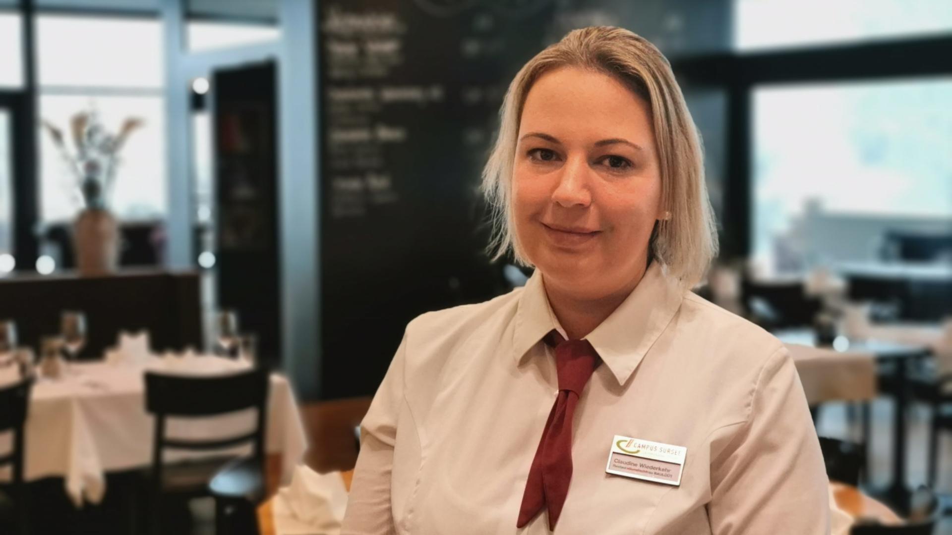 Claudine Wiederkehr, Servicemitarbeiterin