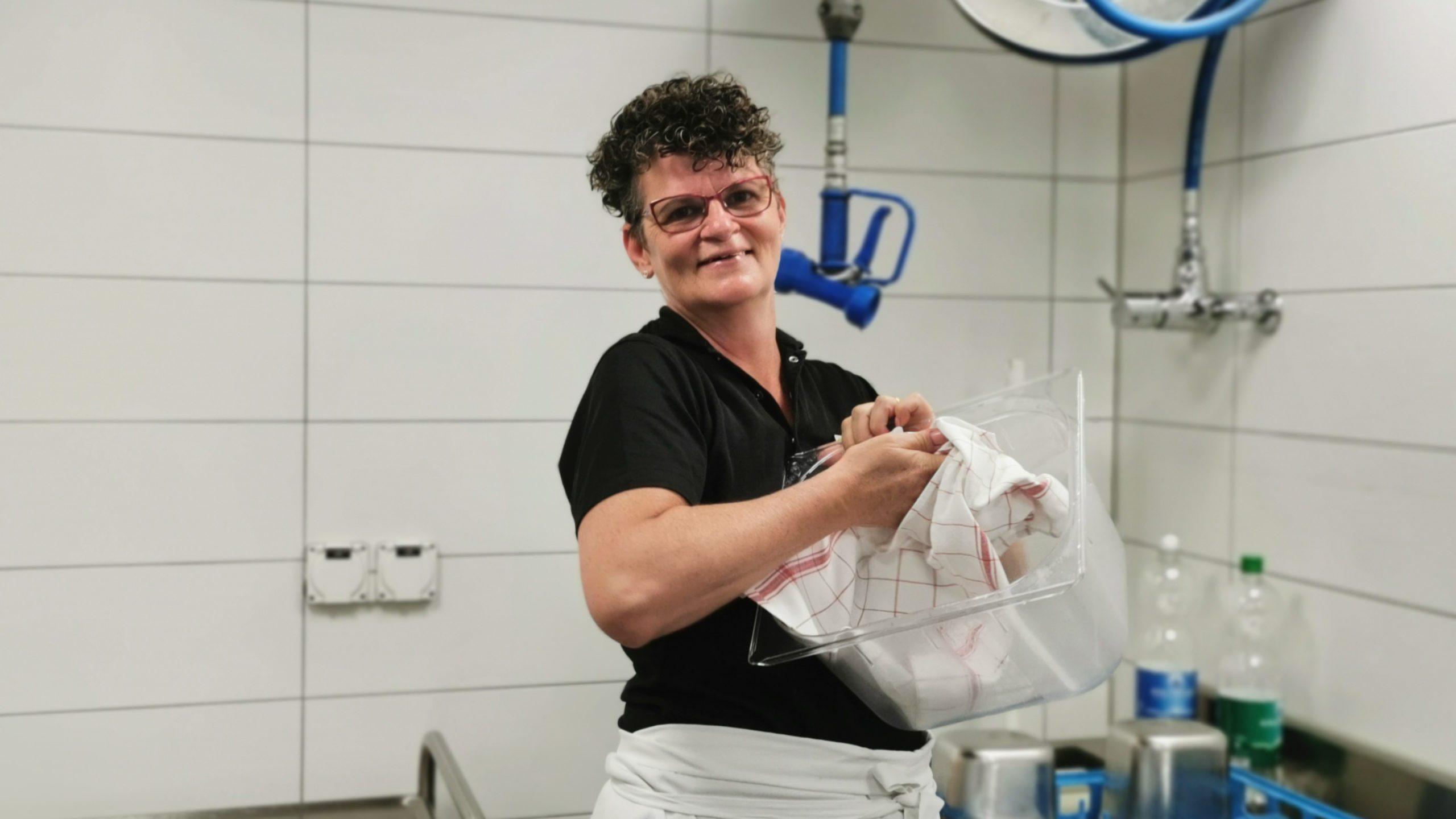 Katja Cerar, Office-Mitarbeiterin